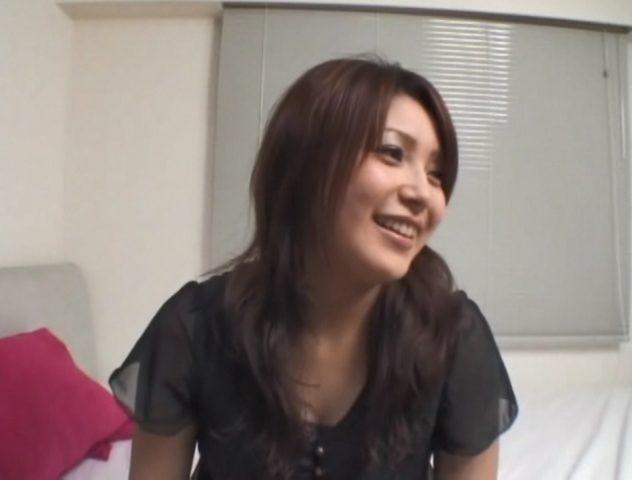 有名人 AV エッチ前のインタビューに答えるラブライブ歌手の新田恵海似のみく AV出演
