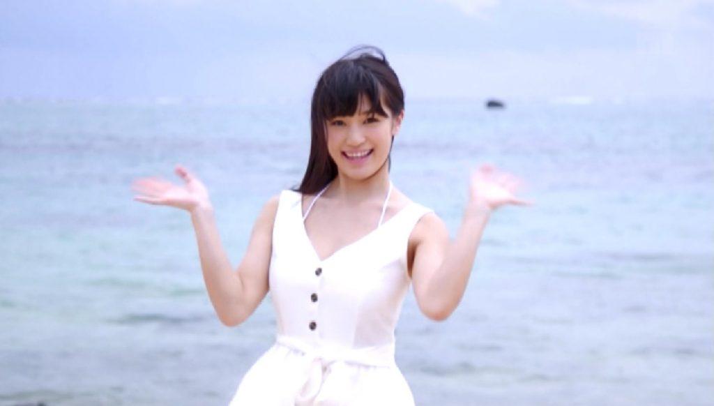 高橋しょう子Moodyzデビュー作の冒頭に石垣島の海岸で手を振る