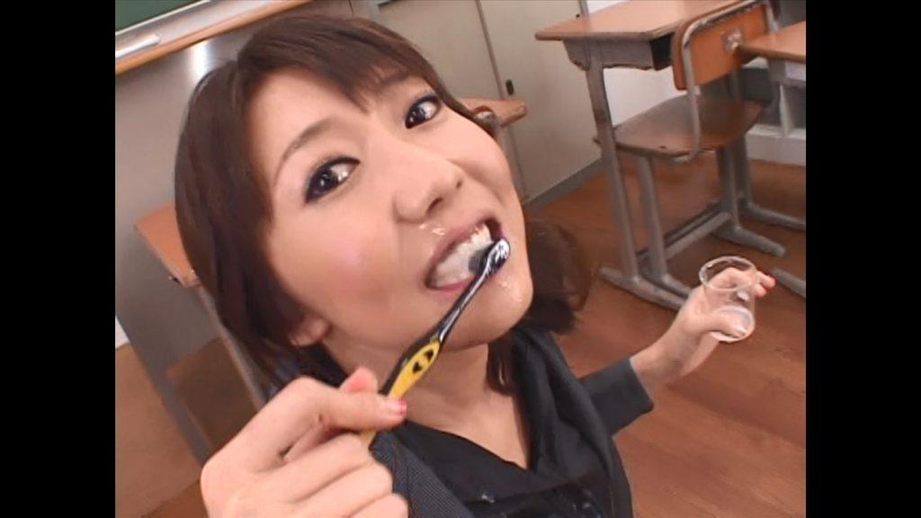 櫻井ゆうこ AV ザーメンで歯磨き
