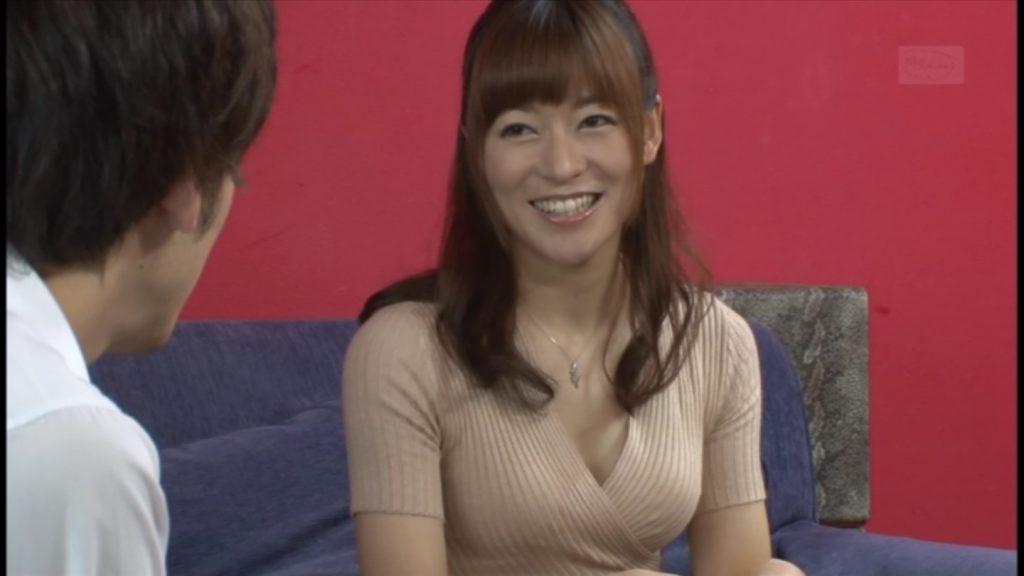 徳島えり 男子高校生におっぱい見てたでしょうと言いつつ嫌らしく微笑む