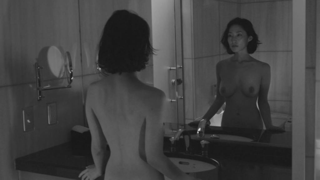 鏡の前でブラを脱ぐ 佐藤寛子 Le Verseau