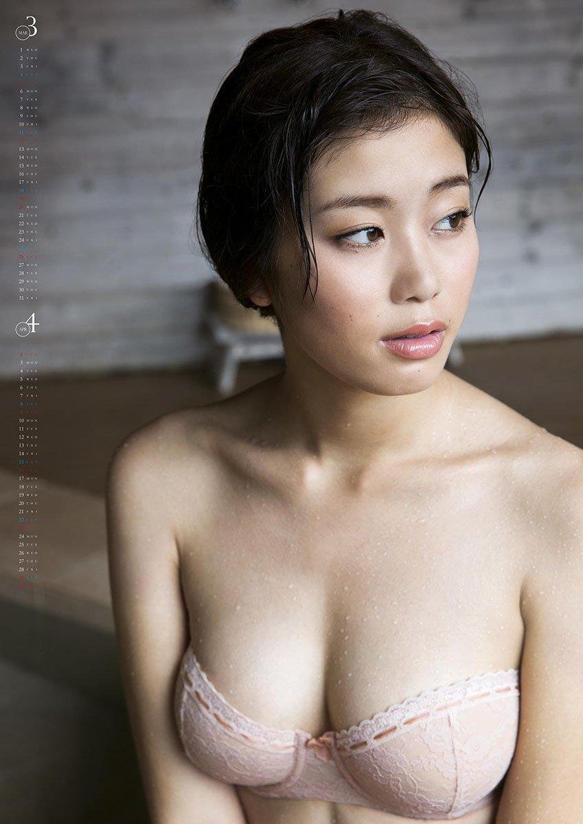 風呂上がりの妖艶な姿 稲村亜美