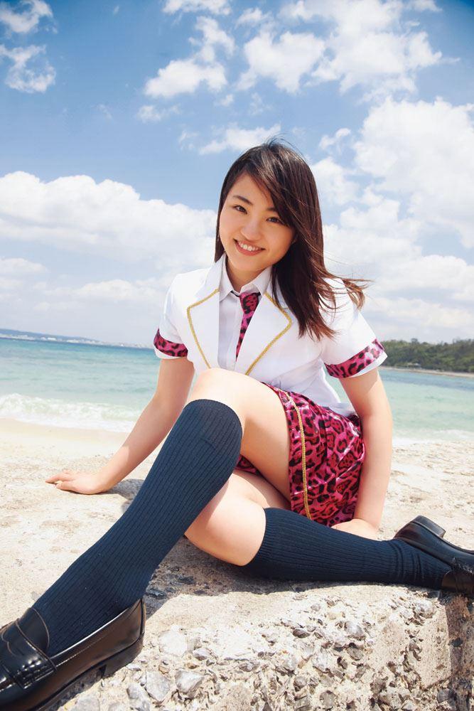 岡田梨紗子 純情19 制服姿でたたずむ