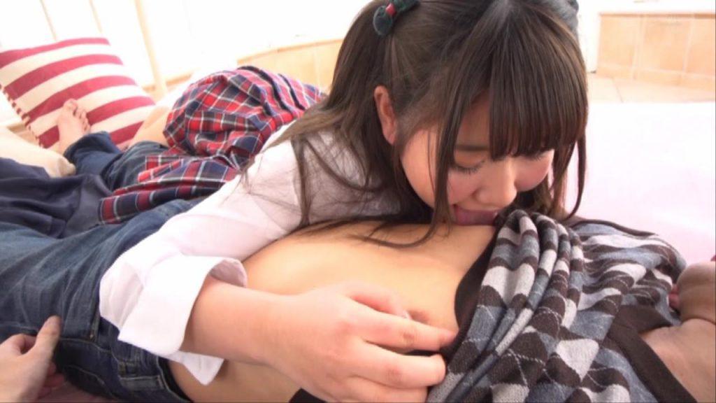 乳首舐めのご奉仕する青山希愛