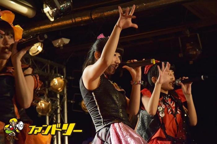 ライブで歌う奈良井夢 アイドル