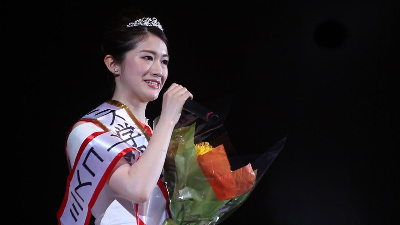 インタビュー中の朝倉佳奈子 ミスキャンパス学習院 2016グランプリ