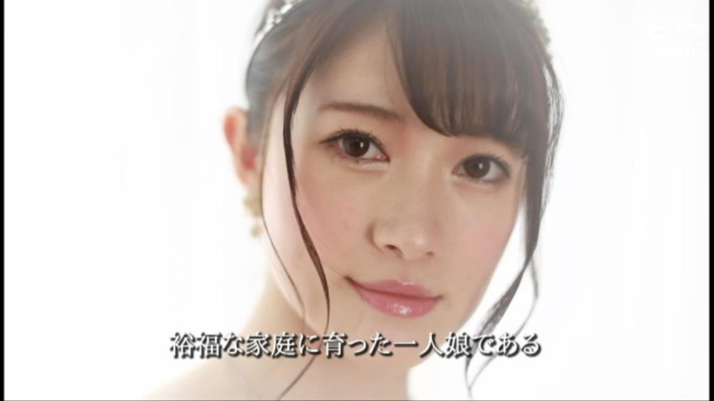 裕福な家庭に育ったお嬢様 朝倉佳奈子 学習院大学法学部法学科